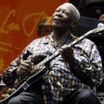En esta imagen de archivo del 26 de junio de 2010, B.B. King actúa en el festival de guitarrs Crossroads de Chicago. La leyenda del blues B.B. King murió en Las Vegas, indicó su abogado el viernes. Tenía 89 años
