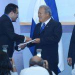 Jorge Daboub, presidente de la ANEP, entrega propuesta al presidente Sánchez Cerén