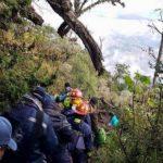 Rescatan a 12 excursionistas extraviados en volcán de Guatemala