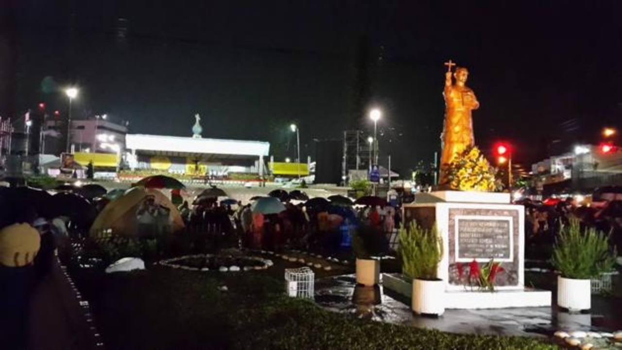 Centenares en vigilia de oración a monseñor Romero