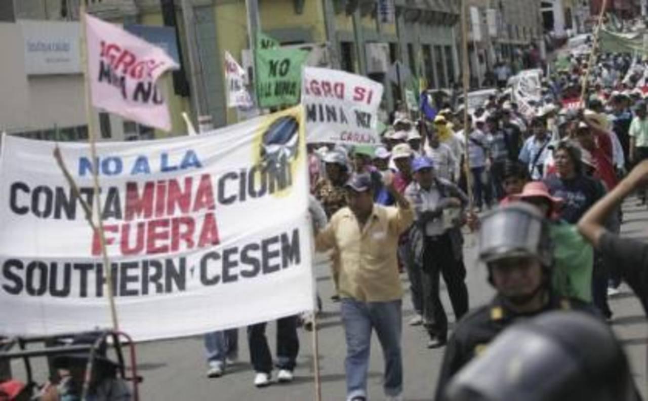 8 regiones de Perú inician paro por proyecto minero de Grupo México