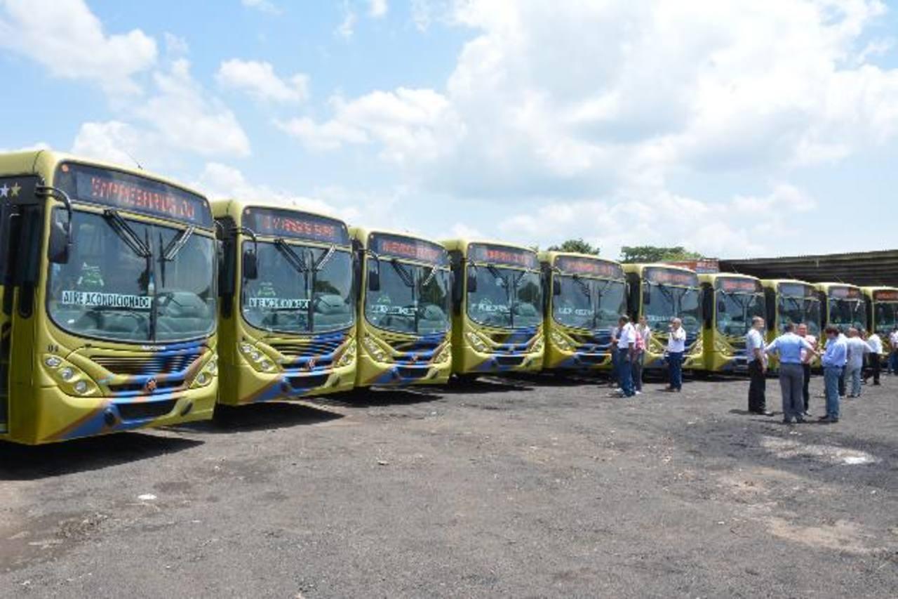 La nueva flota de buses cuenta con aire acondicionado y otras ventajas para los usuarios. Fotos EDH / Cristian Díaz