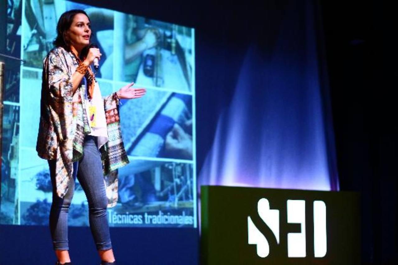 Lula Mena compartió con los estudiantes de la Escuela de Diseño durante la Semana del Diseñador. Fotos EDH / Cortesía