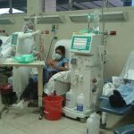 Pacientes del Isss que reciben hemodiálisis fueron afectados hace unas semanas por el corte de agua. Foto EDH / ARCHIVO