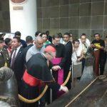 El Cardenal Angelo Amato visitó la tumba de Romero Foto EDH / J. Henríquez