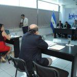 En la audiencia ante los comisionados del IAIP, el exdiputado Mario Valiente presentó sus alegatos. Foto EDH / L. MONTERROSADavid López, presidente de CEL e INE (izq.), y Maurizio Bezzeccheri, de Enel, en la entrega de acciones de LaGeo.