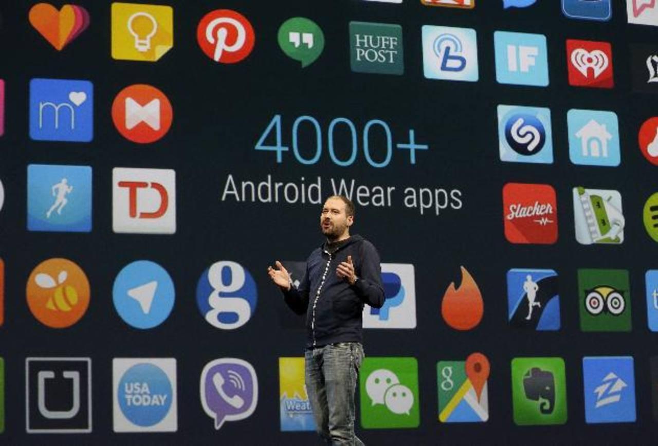 """David Singleton, director de Android Wear, explica el sistema operativo de relojes inteligentes que ahora permitirá navegar por varias pantallas de datos haciendo gestos con la muñeca.Google Pay es """"anexo mejorado"""" de Google Wallet, se autenticará co"""