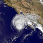 Huracán Andrés sube a categoría 3 lejos de costas de México