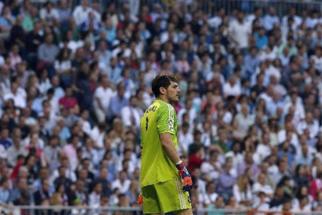 Casillas sufrió una lluvia de silbidos en el Bernabéu por el empate ante Valencia. Foto EDH /EFE