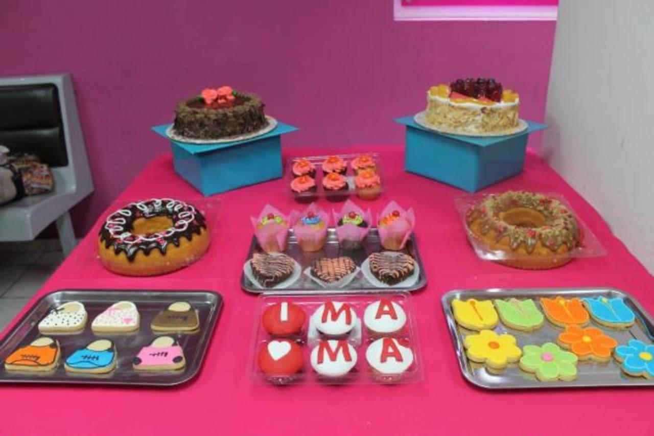 Aquí encontrarán desde pasteles hasta galletitas decoradas para quedar bien con mamá. Foto EDH /Cortesía