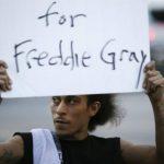 Acusan a 6 policías por muerte de Freddie Gray