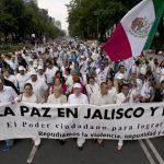Familias y miembros de organizaciones civiles mostraron su respaldo a las instituciones de Seguridad del Estado mexicano. foto edh / ap