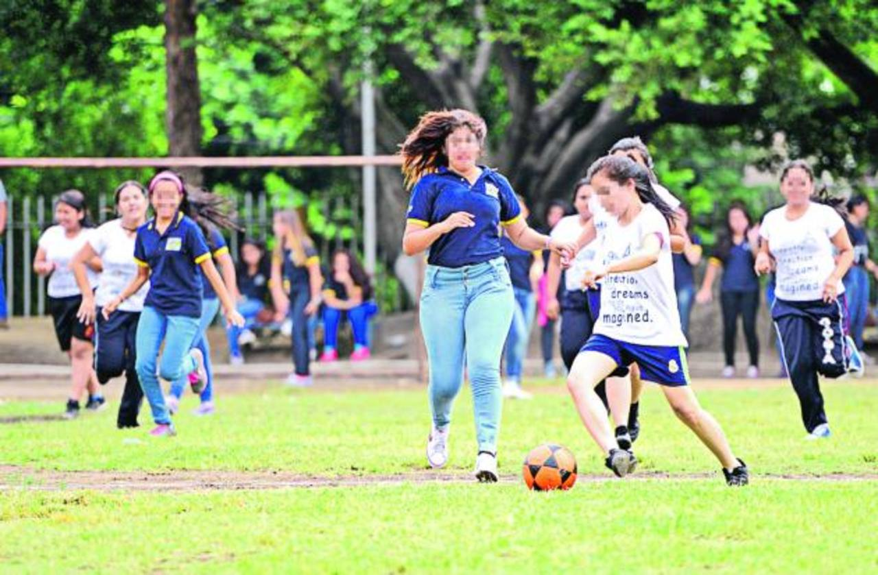 Centro Cultural Salvadoreño celebra sus intramuros
