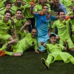 Neymar, adelante, y todos sus compañeros festejando en el césped del Vicente Calderón. Barcelona fue un justo campeón de Liga, a falta de jugarse una fecha Foto EDH / AP
