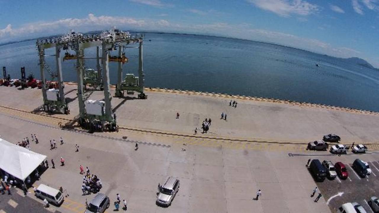 Además de licitar el Puerto de La Unión se tiene que llevar a cabo el proceso de azolve para poder hacer funcionar la terminal marítima Foto EDH / Archivo