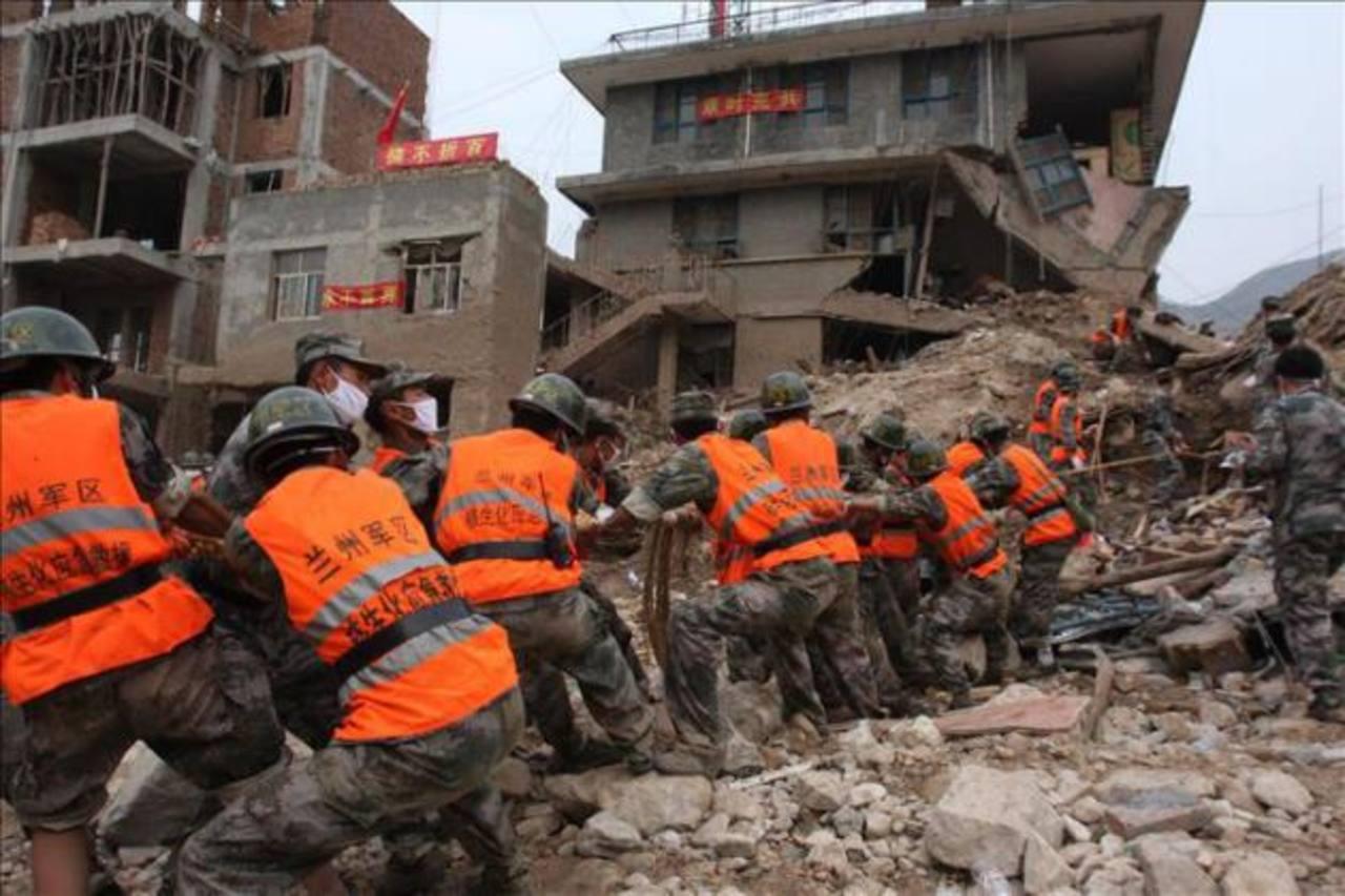 Hallan cinco muertos en un edificio derrumbado en China