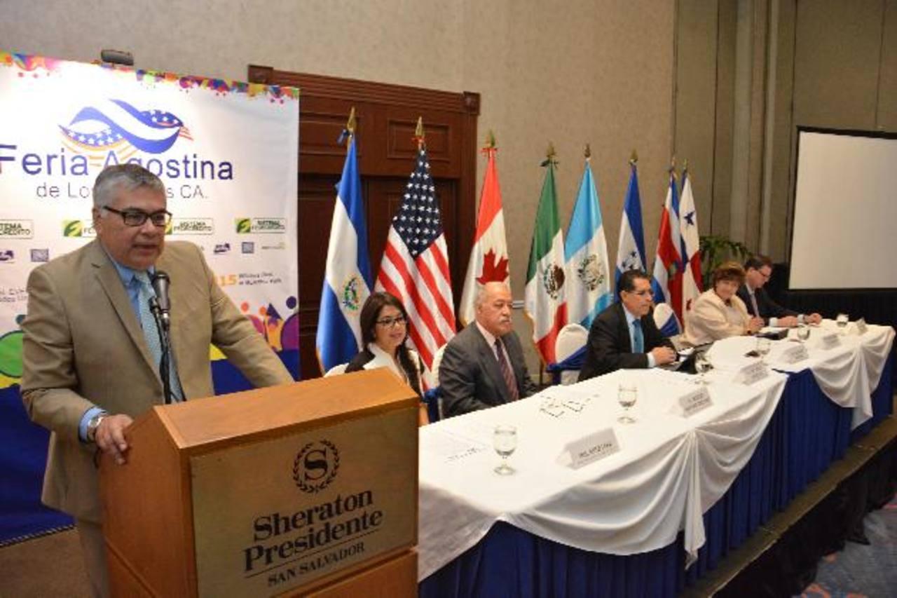 Representantes de Fedecrédito anunciaron su patrocinio al evento, por noveno año consecutivo. Foto EDH /David Rezzio