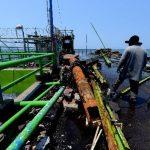 El muelle del puerto de La Libertad resultó dañado por la marea extraordinaria, la que continuará hoy en la costa salvadoreña. Foto EDH / Marlon Hernández