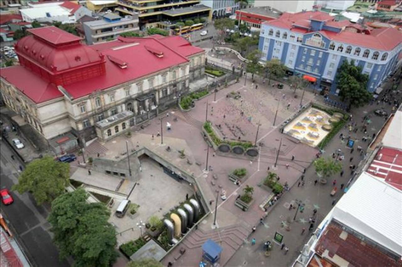 Registro aéreo y panorámico de la Plaza de la Cultura en San José (Costa Rica).