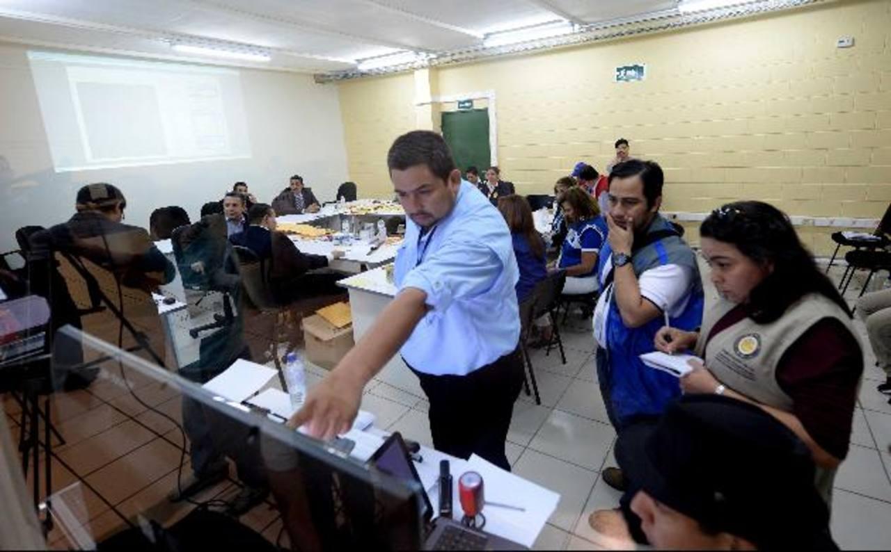 Candidatos del FMLN por San Salvador bajan en marcas preferentes