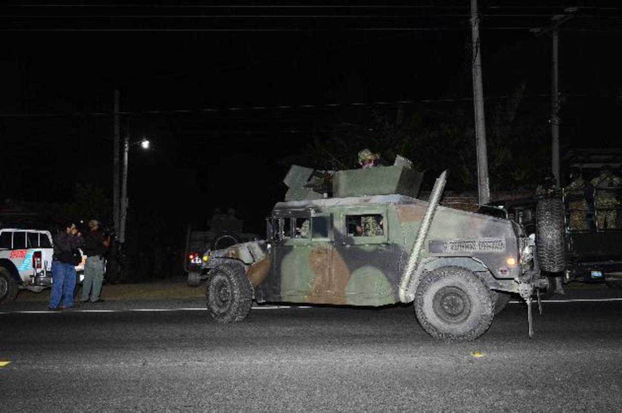 Luego del enfrentamiento, se montó un operativo de búsqueda para capturar a los pandilleros. Foto EDH / René Estrada