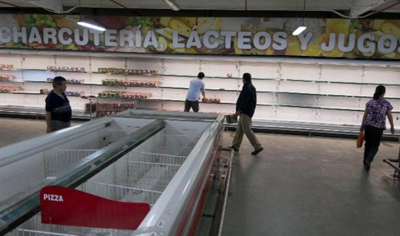 Los empresarios se han quejado de que el control de cambios impuesto por el régimen chavista y la burocracia complican el acceso a los dólares necesarios para importar productos. foto edh / internet