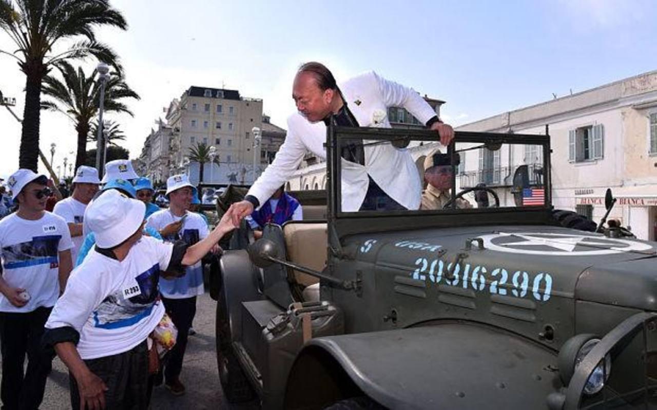 Millonario chino llevó de vacaciones a 6,400 empleados a Francia