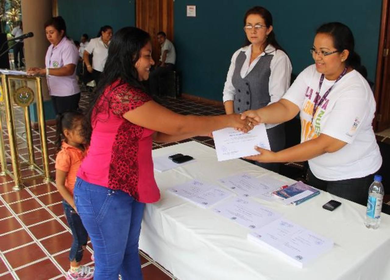 Las mujeres que participaron tiene nuevos conocimientos para implementar sus negocios. Foto edh / Cortesía