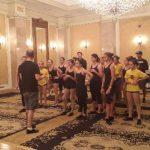 En la clase de tap, estuvieron presentes alumnos pertenecientes a nivel avanzado y también maestros de baile. Foto EDH.