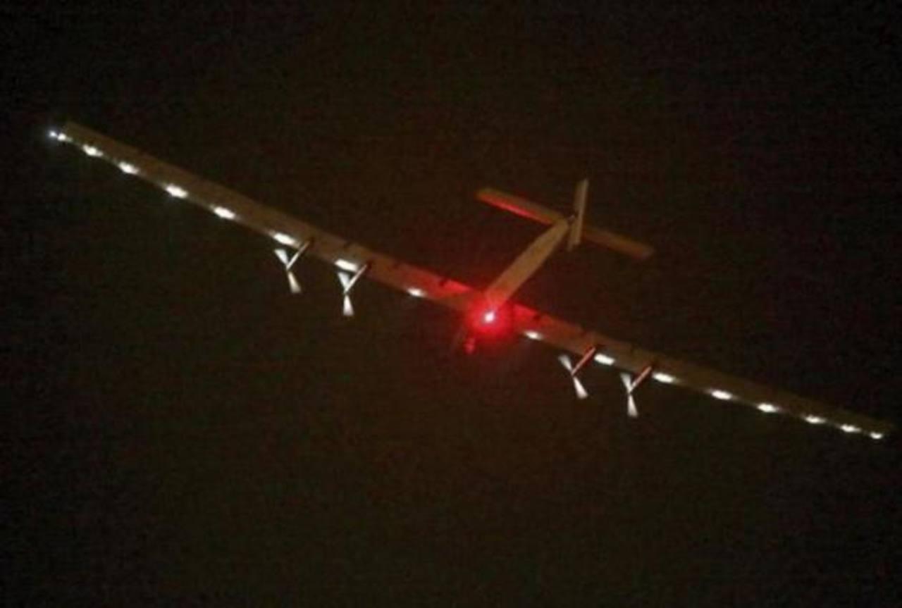 El avión solar inicia un vuelo de seis días y cinco noches rumbo a Hawai cruzando el Océano Pacífico.