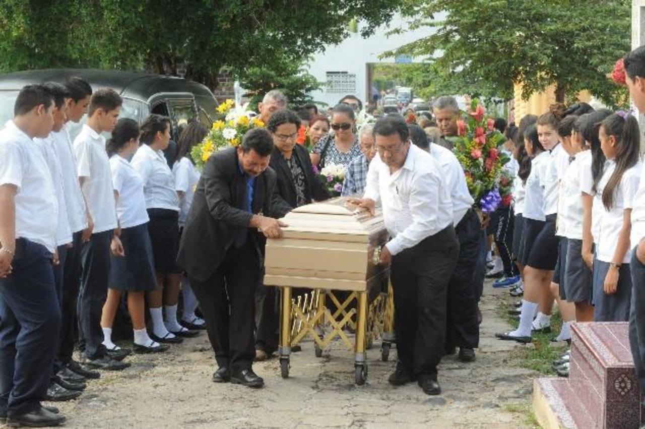 La comunidad artística agradeció el aporte de Funes al país. Foto EDH / Lisstte Monterrosa