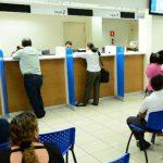 El usuario debe disponer de toda la información de servicios bancarios. Foto EDH/ Archivo