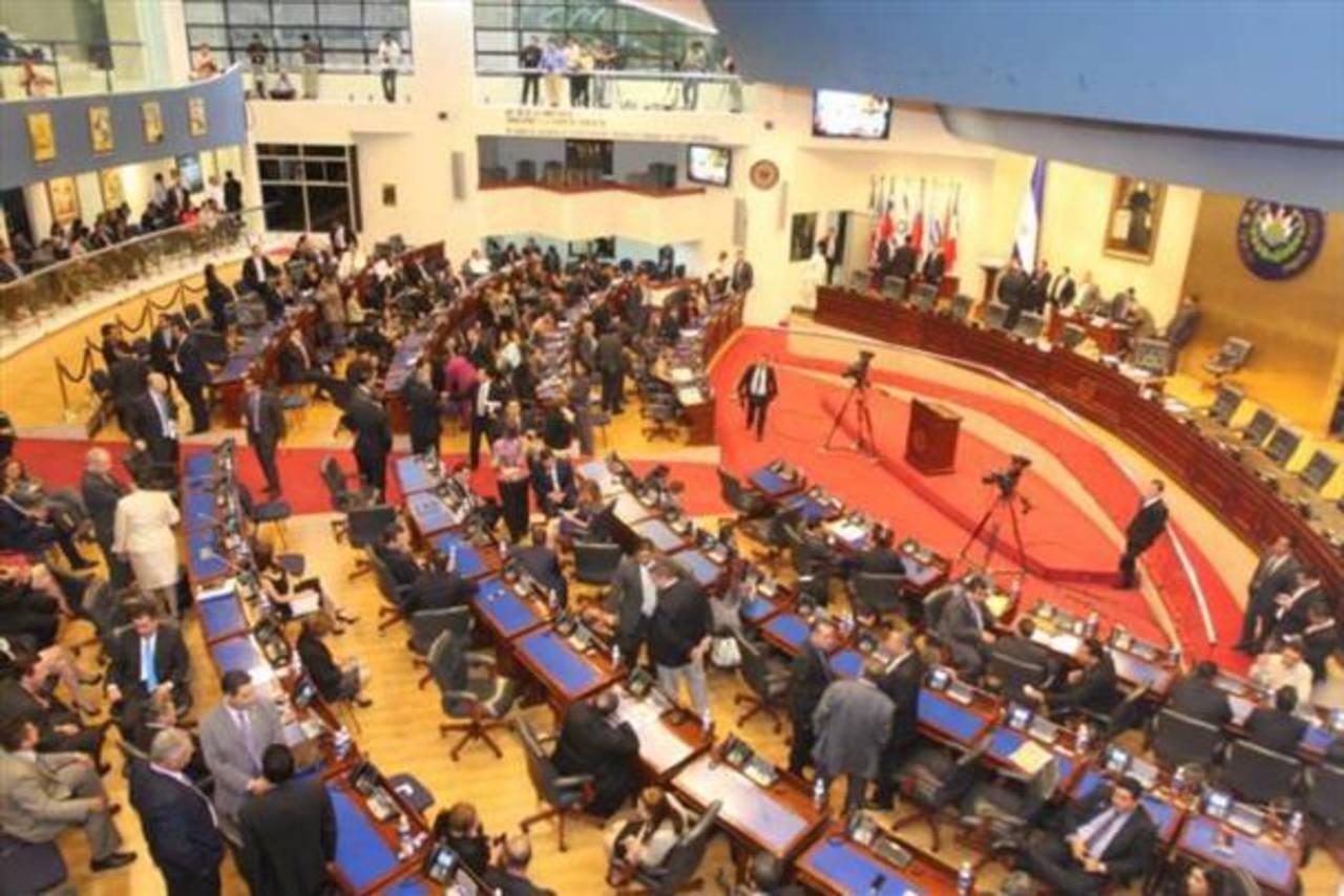 Se instalan 6 comisiones de la Asamblea Legislativa para el período 2015-2018