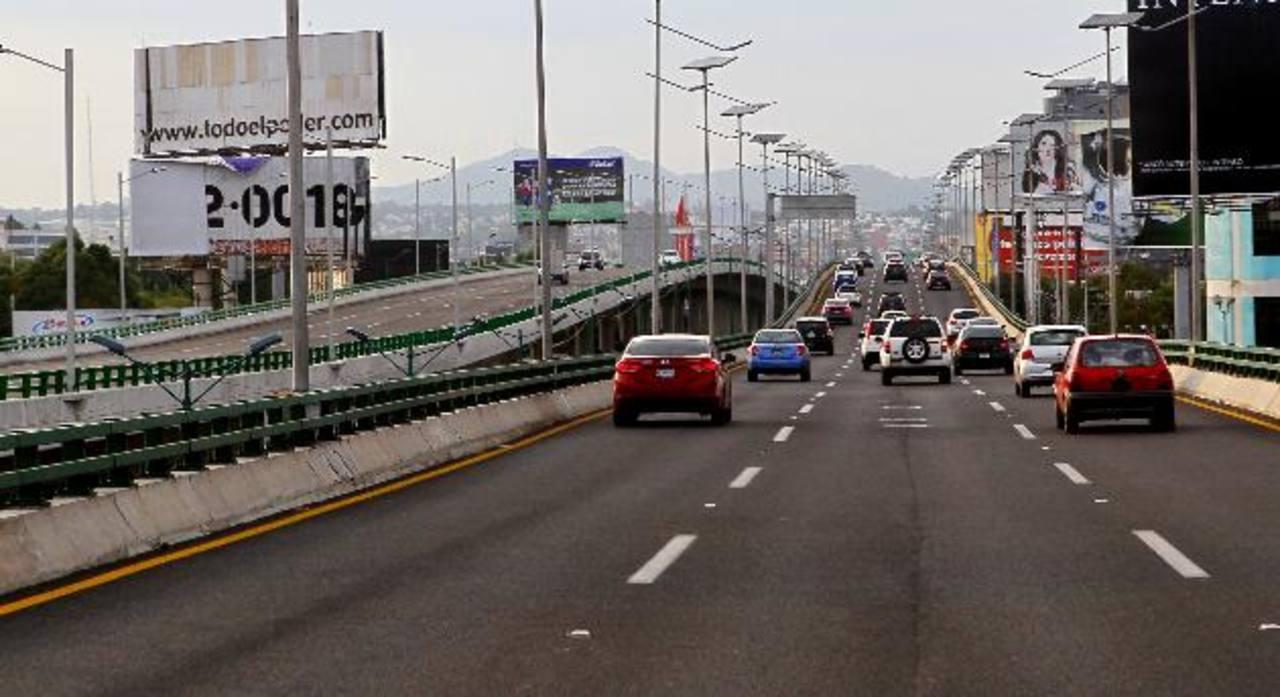 Imagen parcial del Viaducto Bicentenario, controlado por OHL México, en el estado de México. foto edh / efe