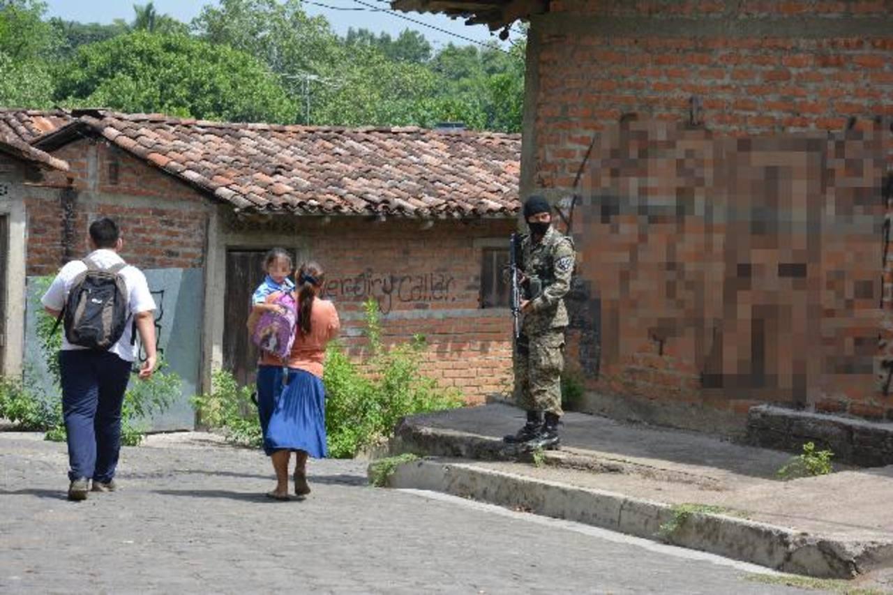 El ejercito y la Policía realizaron un despliegue en Jucuapa desde la noche del jueves. foto edh / carlos segovia