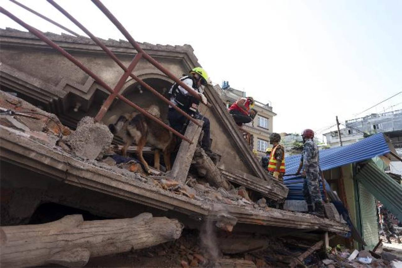 Otro gran sismo de 7.3 golpea a Nepal