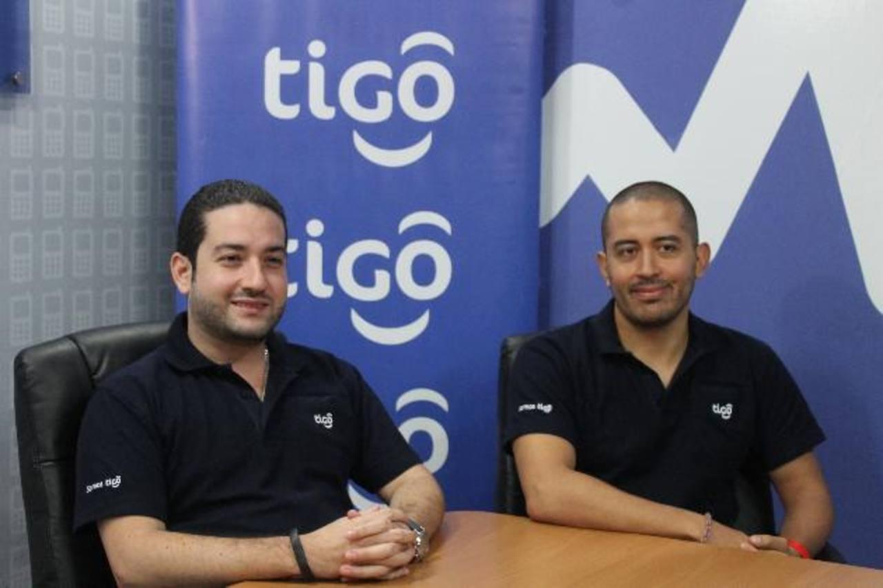 Ricardo Chávez, Gerente de Negocios Internacionales y Javier Morales, Director de categoría móvil de Tigo.