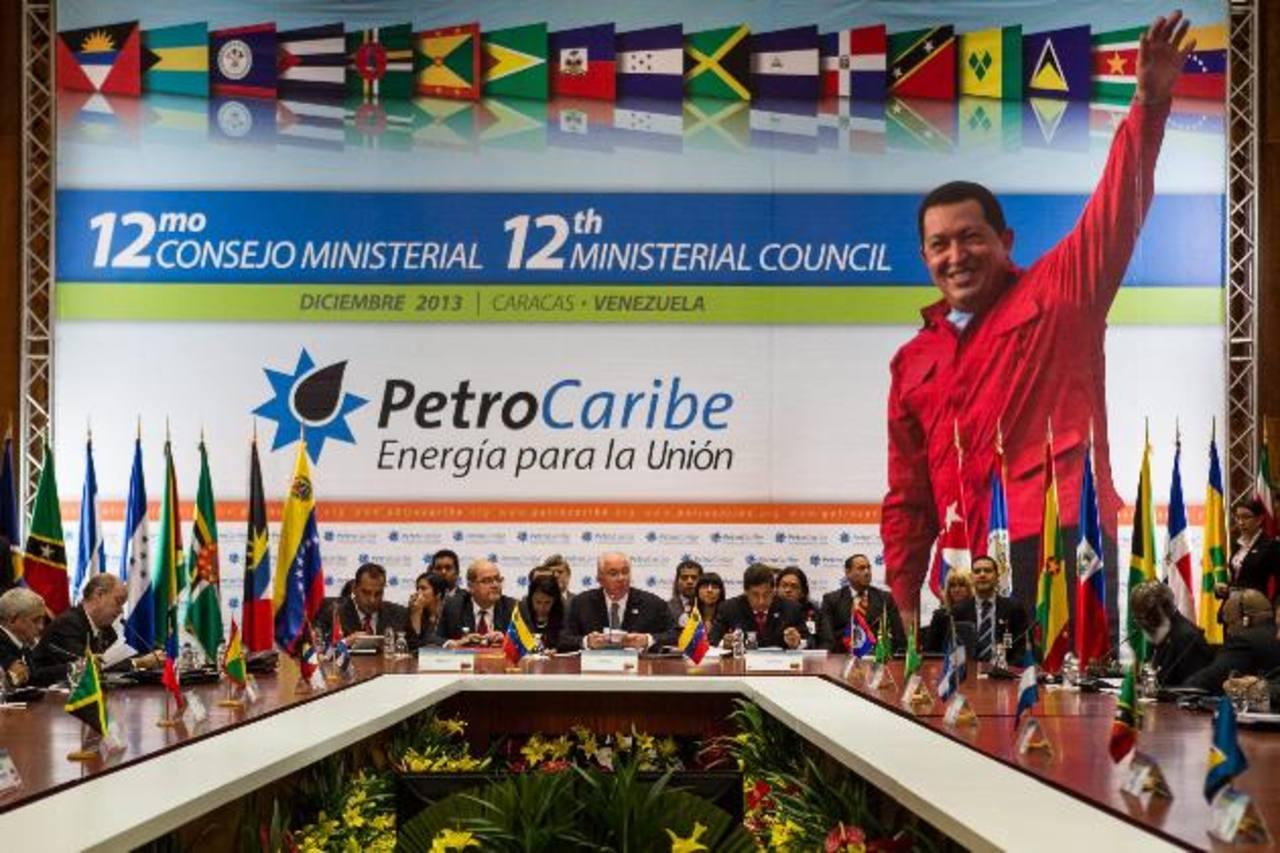 El gobierno de Salvador Sánchez Cerén solicitó el ingreso a Petrocaribe en su segundo día de mandato, durante una cumbre realizada en San Salvador. Foto EDH / Archivo