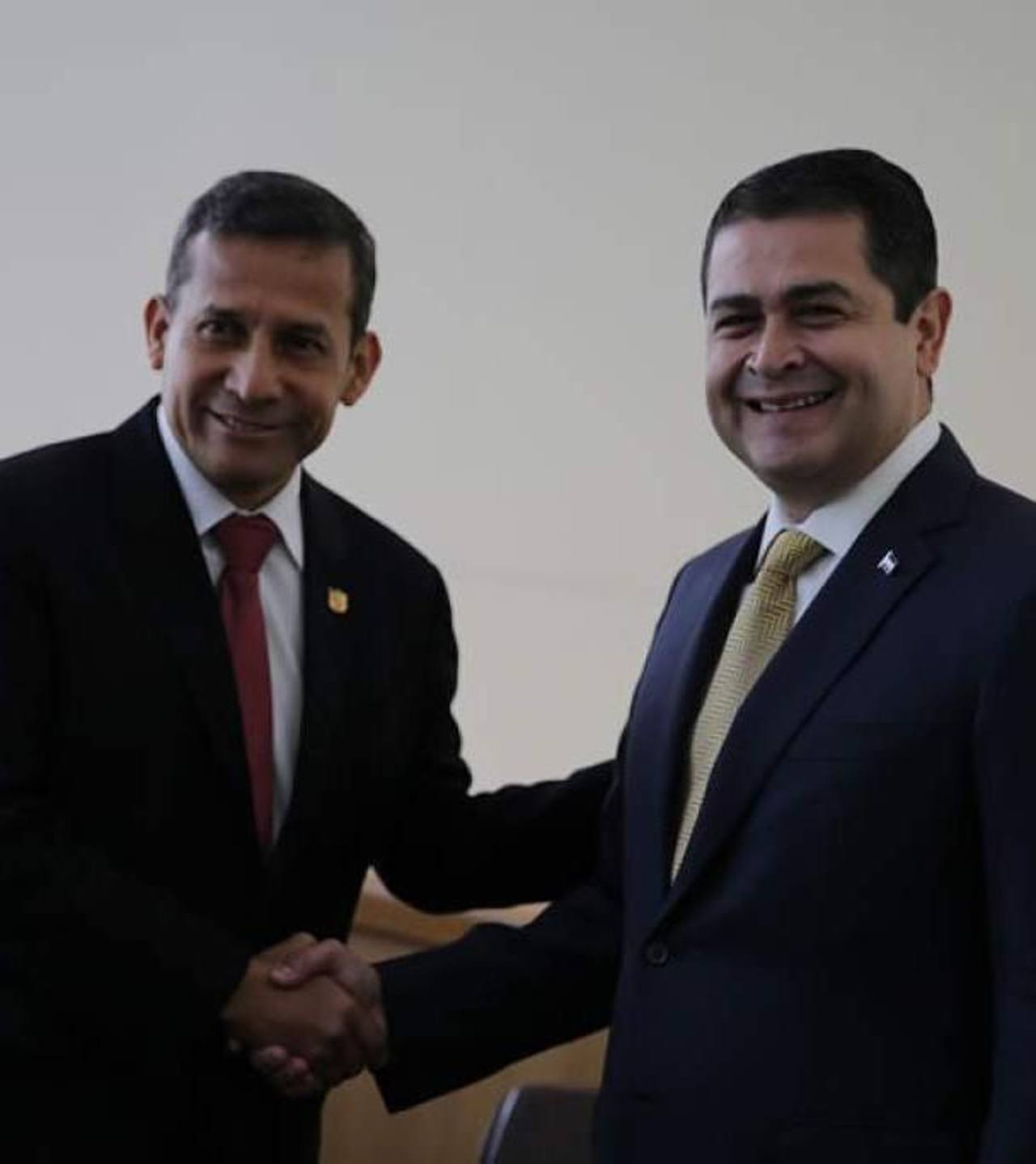 El presidente de Honduras llegó anoche a Lima, luego de visitar Chile. Foto EDH