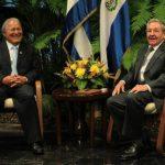 El presidente salvadoreño Salvador Sánchez Cerén fue recibido por su homólogo cubano, Raúl Castro. foto edh / Cortesía