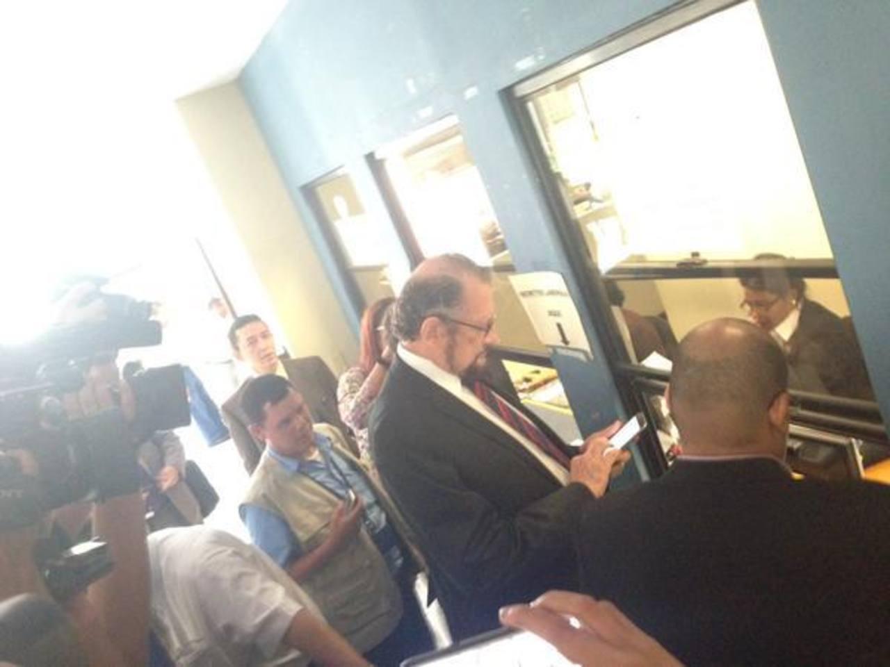 Director del ISSS presenta demanda contra acciones del Stisss