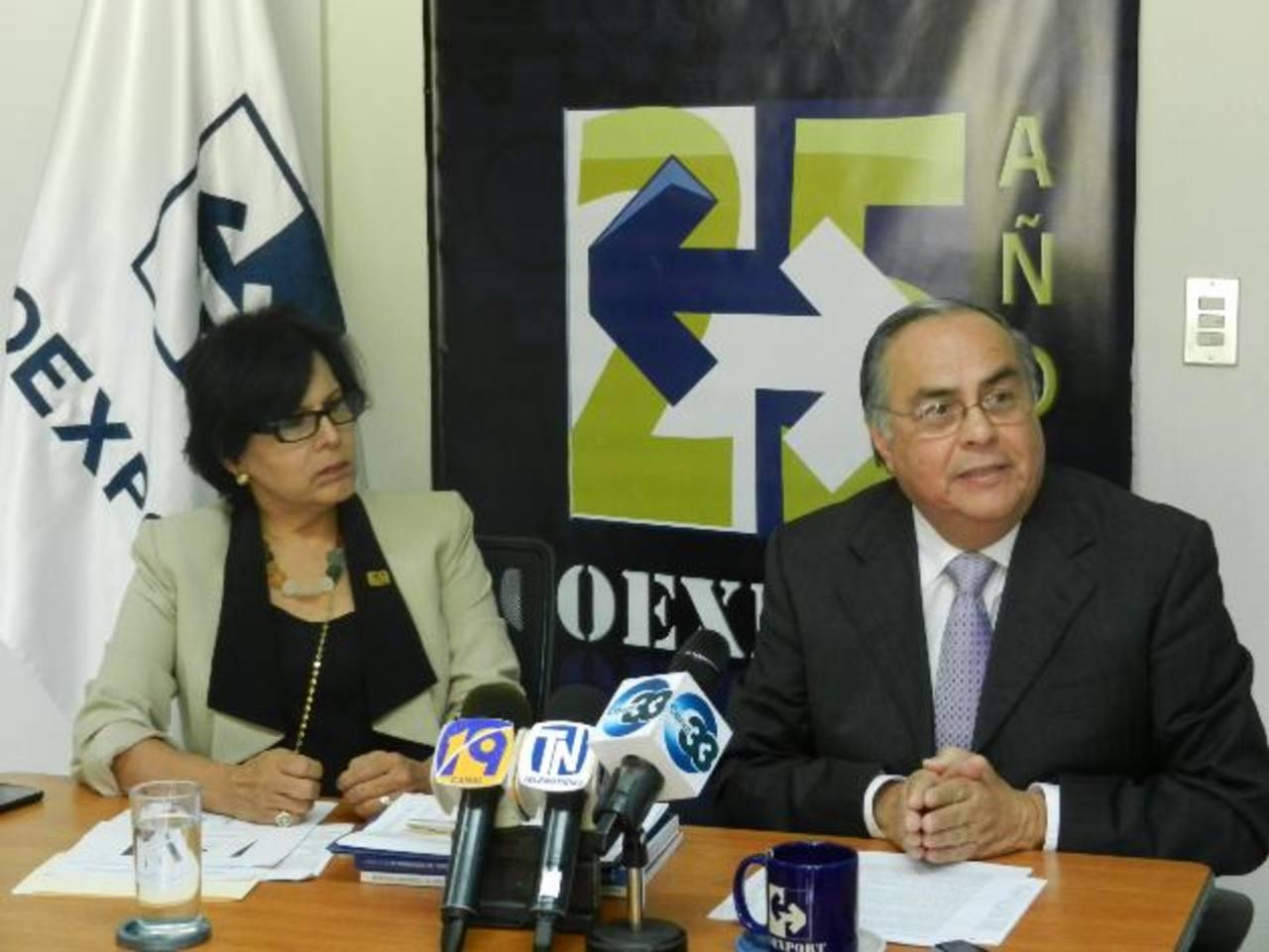 Silvia Cuéllar y Pablo Durán, directora ejecutiva y presidente de Coexport, respectivamente, hablaron de los retos que han enfrentado los exportadores. foto edh /Cortesía