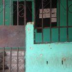 Fachada de las oficinas de la Ruta 92, en Zacatecoluca, muestra los impactos de bala de un ametrallamiento de que fue objeto a primeros días de abril. Desde hace un mes están en paro debido varios ataques por pandilleros de la zona. Foto EDH / Jorge