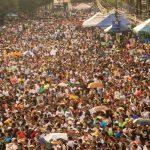 Millares de feligreses asistieron a la ceremonia de beatificación, ayer, en la plaza dedicada a El Salvador del Mundo. La multitud llenó las calles desde el viernes por la tarde. Foto EDH/OMAR CARBONERO