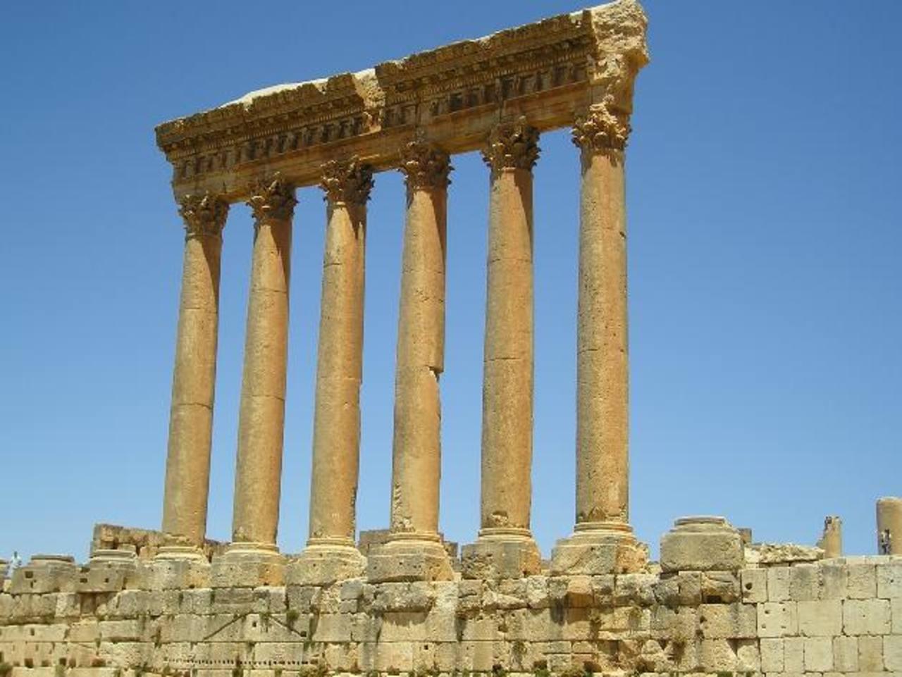 El sitio de Baal beck es de mucha importancia por poseer templos romanos que están ya muy frágiles.