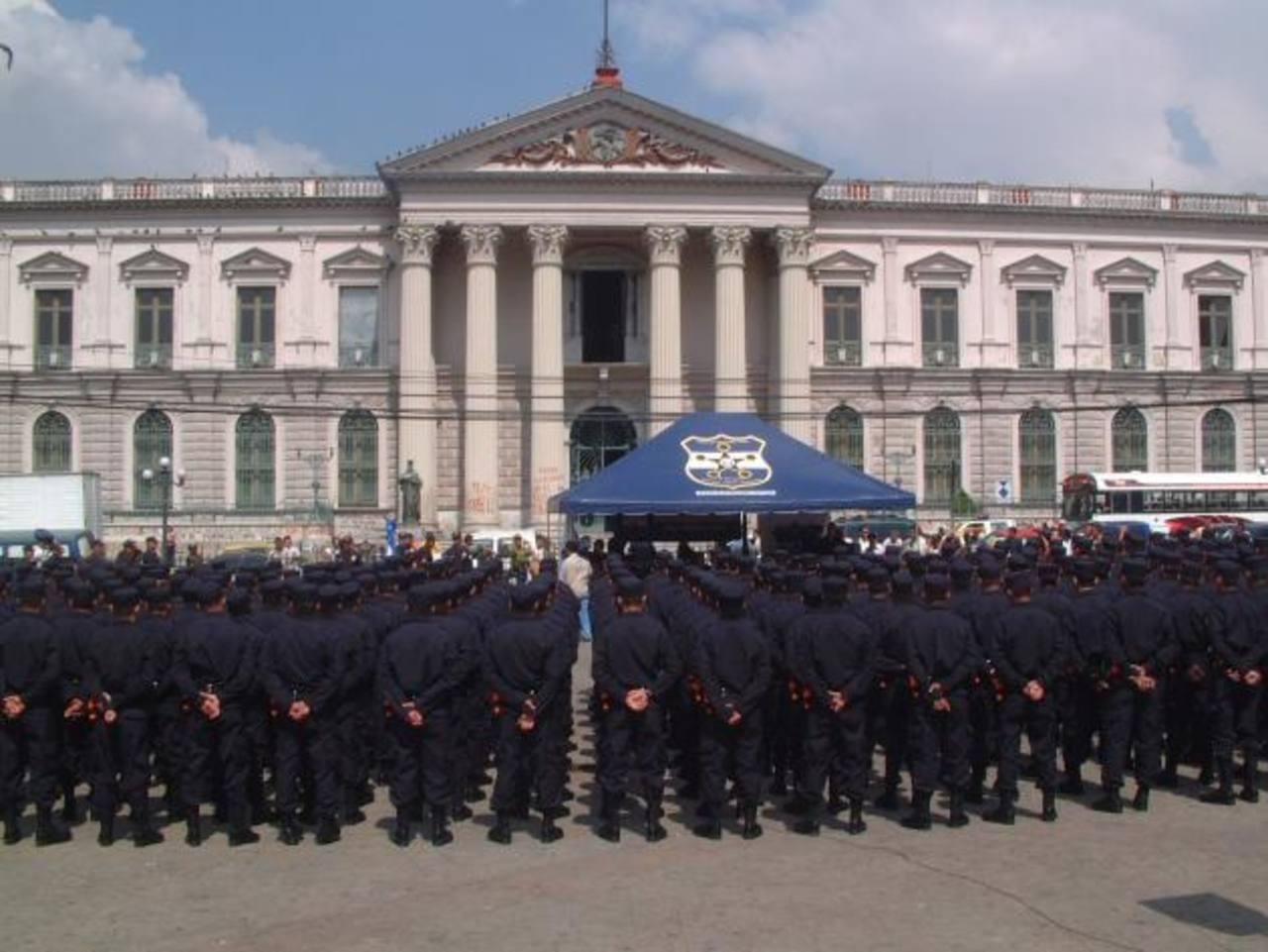 La reducción de subdirecciones y regionales de la PNC busca mejorar la operatividad y opimizar los recursos de la corporación policial, según fuentes policiales. foto edh /archivo
