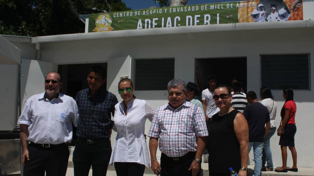 Inauguracion local ADEJC (Asociacion de jovenes apicultores de cabañas)