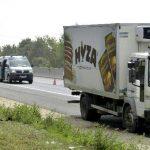 Hallan migrantes muertos dentro de camión