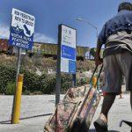 Peatones en frontera de México