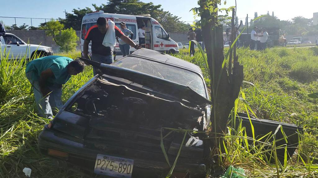 9 estudiantes lesionados en accidente en la Carretera de Oro